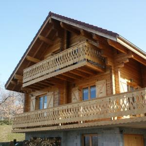 Log_Cabin_France_Ibanez_1.jpg