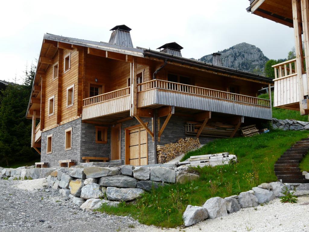 Chalets de la cascade france for Cascade house